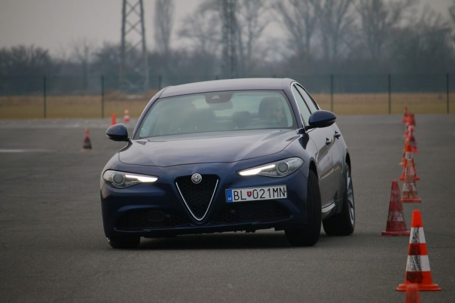 Jaguar xe vs alfa romeo giulia vs mercedes c220d 005 for Alfa romeo vs mercedes benz