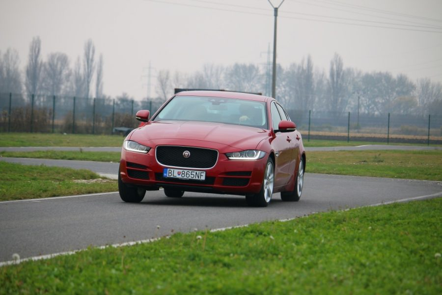 Jaguar xe vs alfa romeo giulia vs mercedes c220d 027 for Alfa romeo vs mercedes benz