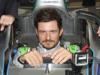 Formula E: Herec Bloom aj s DiCapriom oslávil narodeniny v Marakéši a zažil elektrický šok